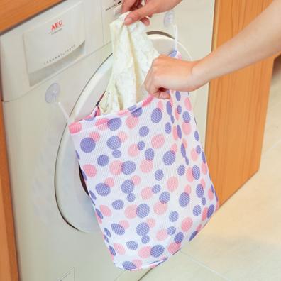 そのまま洗濯機へ!吸盤付きランドリーネット